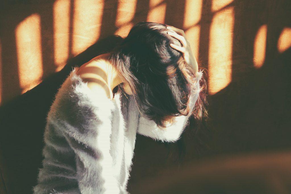 肩こりが原因で起こる、長年悩んでいる頭痛を根本的に解決するには?