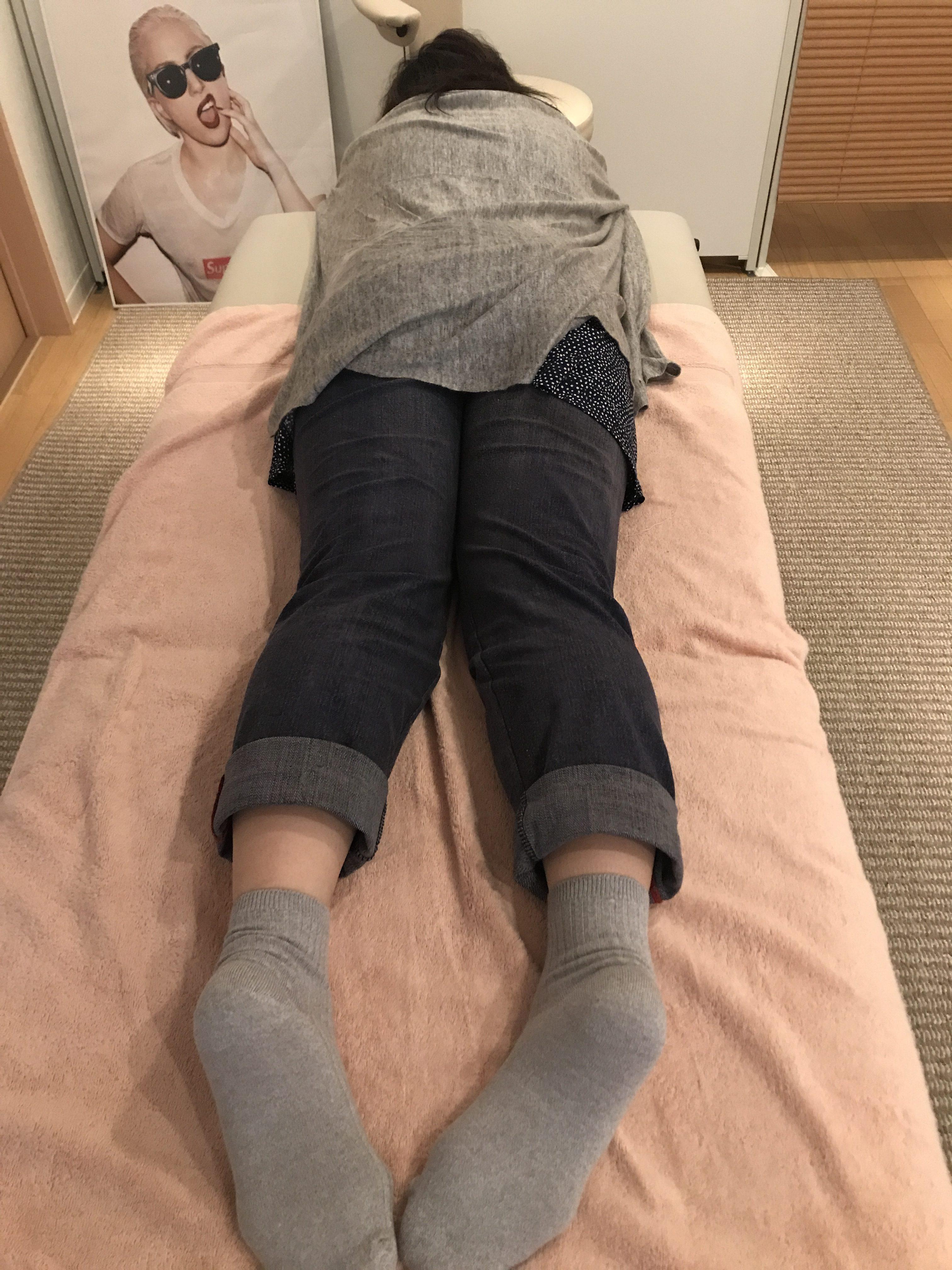 腰が痛い人は無意識で内股になっている。